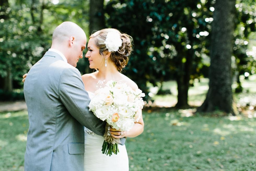 Tennessee wedding photographer. Cedar Hall Wedding Tennessee. Cedar Hall. Memphis Tennessee wedding. Creative wedding photos. Intimate wedding photos.